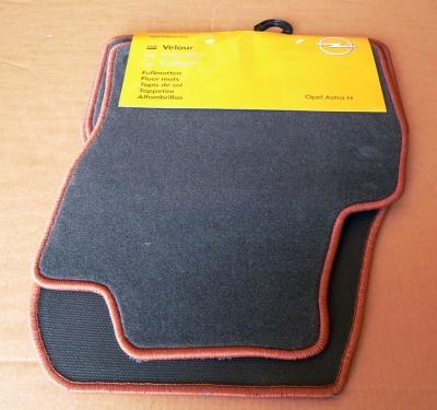 Set covorase mocheta negre cu dunga rosie Opel Astra H originale GM